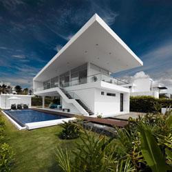 perbedaan desain atap gaya mediterania, tropis dan